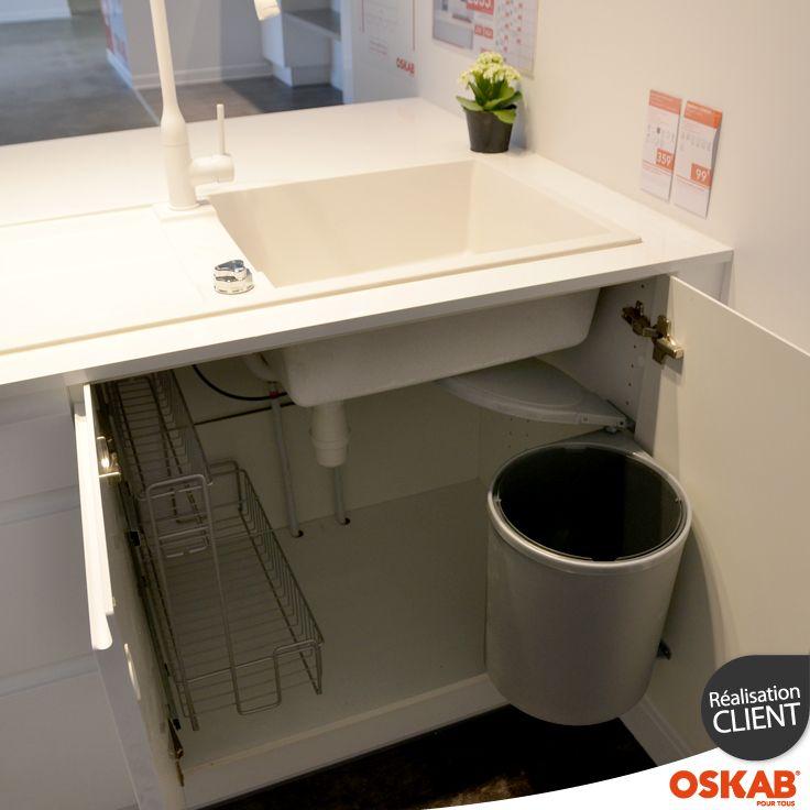 Aménagement de meuble sous évier, accessoire lessiviel à deux - roulette de porte de placard