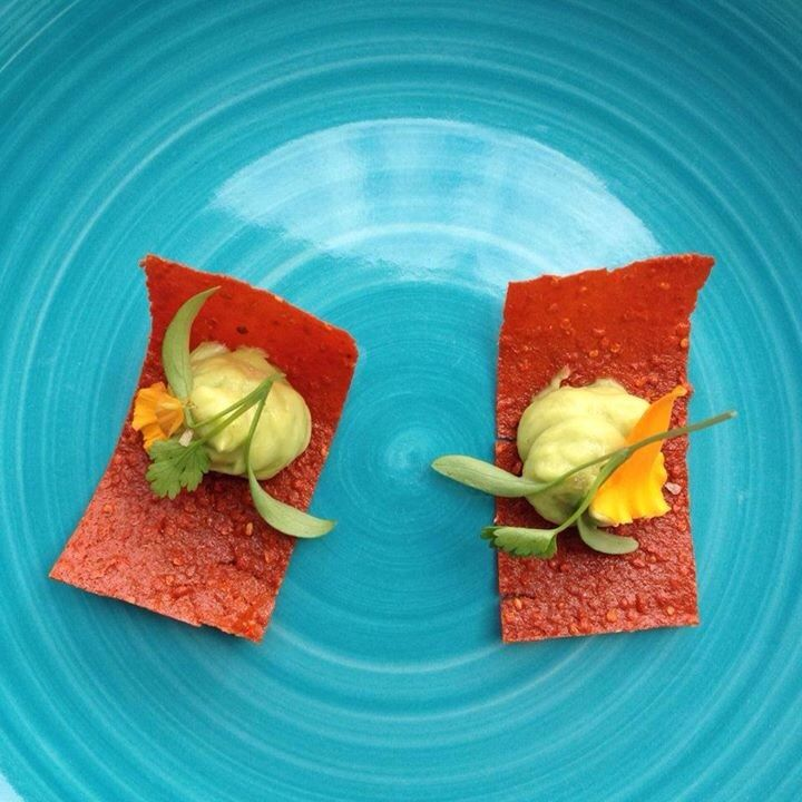 SUNSHINE. goji carrot crisp. avocado. #makemenu #mkcuisine #rawfood