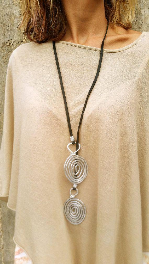 Lange Lariat Halskette, Lariat Halskette, große Statement Halskette, Silber Halskette mit Anhänger, Silber Spiralen Anhänger, Spiralen Halskette.