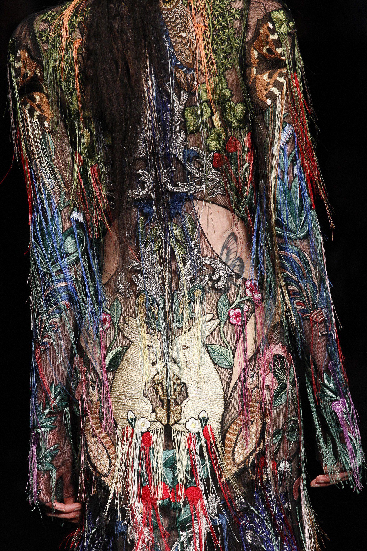 See detail photos for Alexander McQueen Fall 2017 Ready-to-Wear collection. 17ba2aea4c
