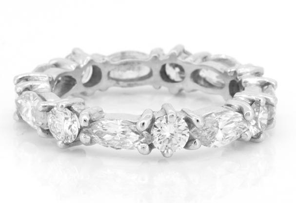 Casamento  Conheça os anéis de noivado icônicos de top joalherias 2fb340f479317