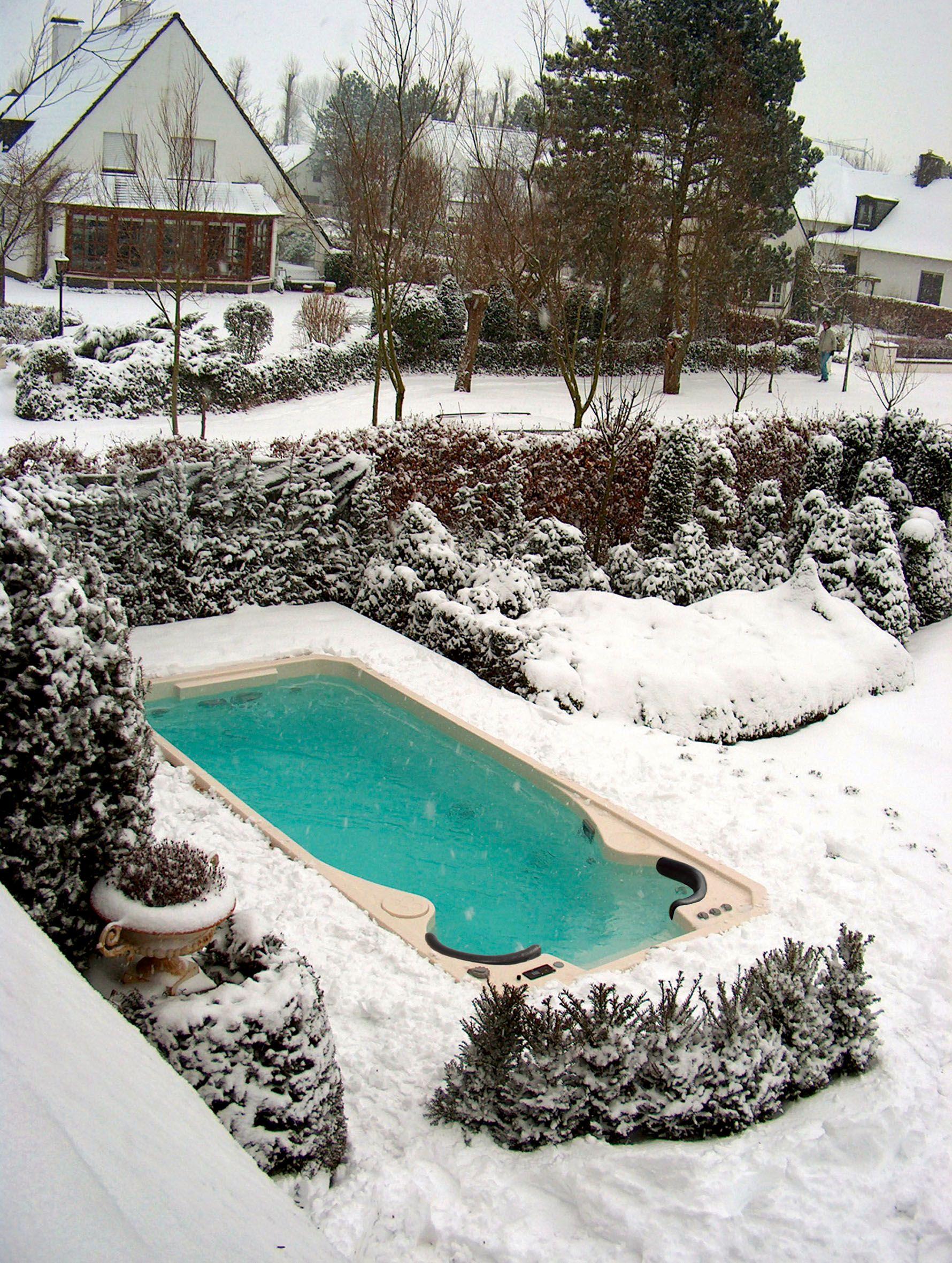 spa de nage acrylique clair azur sous la neige id e maison swimming spa et jacuzzi. Black Bedroom Furniture Sets. Home Design Ideas