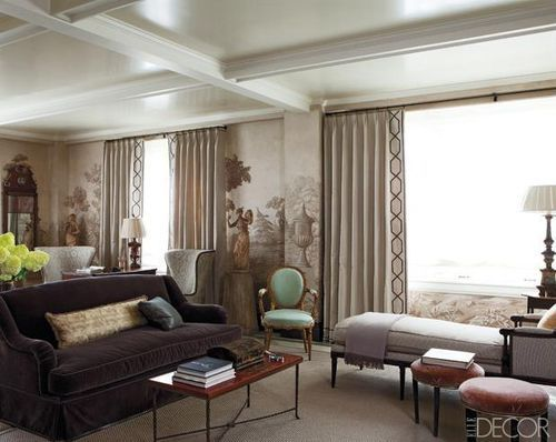 love this high gloss ceiling with molding!
