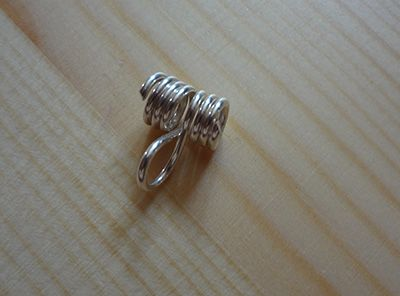 TUTORIAL: A QUICK AND EASY WIRE BAIL FOR CORD AND RIBBON | Crafts ...