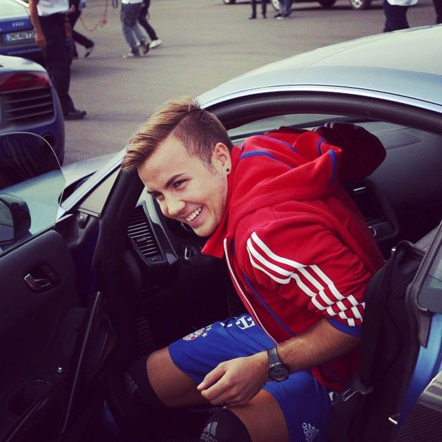 #FCBayern don't just go full throttle on the pitch - the team did a driver safety training course with new Audistoday.