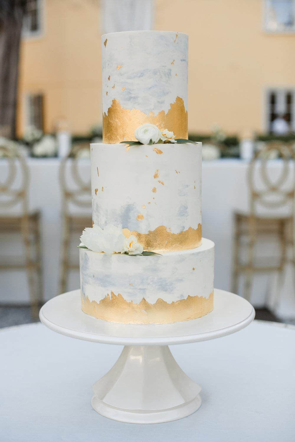 Real Wedding Inspiration Katelyn Benjamin S Timeless William Aiken House Wedding Charleston Event Wedding Venues Patrick Properties Hospitality Group Wedding Cake Table Beach Wedding Cake Wedding Cakes Blue