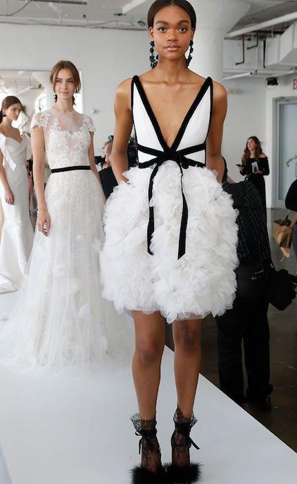 ba8ed7505 Marchesa nos ofrece opciones muy modernas que rompen paradigmas. El clásico vestido  blanco da paso a creaciones más osadas