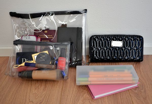 Organize the contents of your purse w/ clear bags. Need to do this!