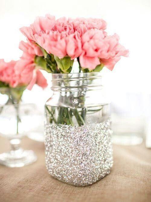 DIY Vase aus Glasgefäß mit silbernen Glitzern