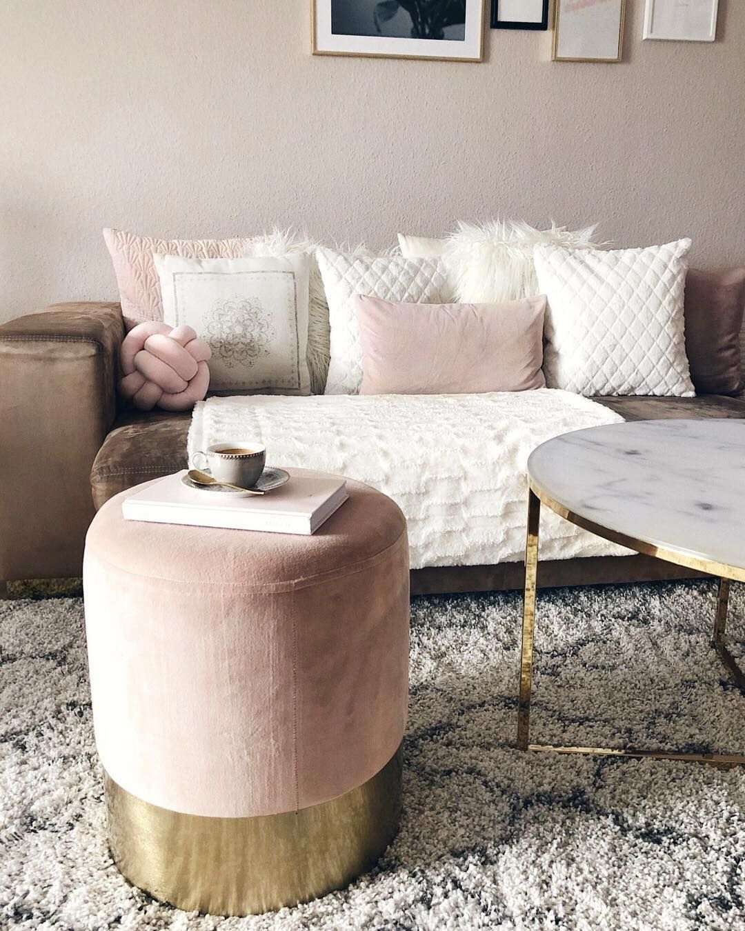 Pouf Per Camera Da Letto.Floor Pouf Living Room Decor Ideas Pouf Salotto Nel 2019
