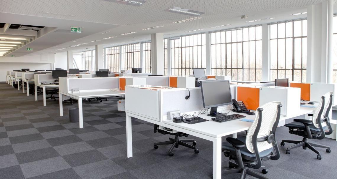 Open space nas instalações da leader business em clichy sous
