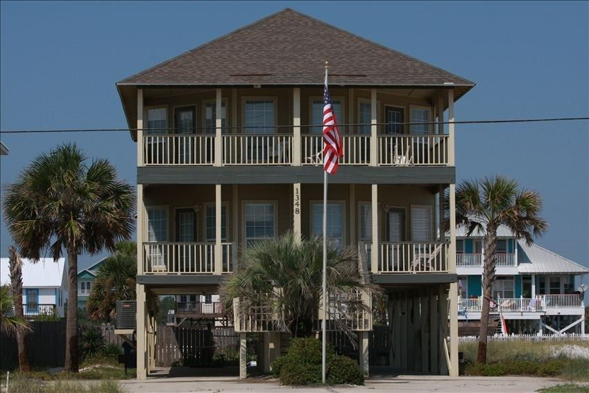 House Vacation Rental In Gulf Shores From Vrbo Com Vacation Rental Travel Vrbo Beach House Pool Beach House Rental Shore House