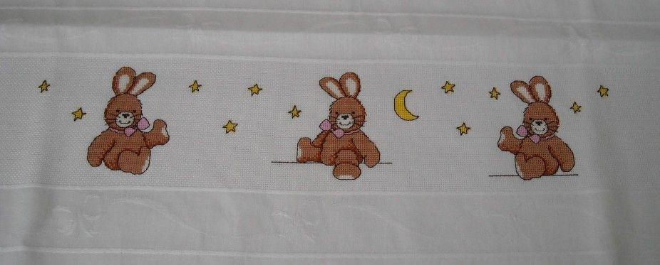 schemi lenzuolini punto croce gratis | RicamIre: Lenzuolino culla coniglietti