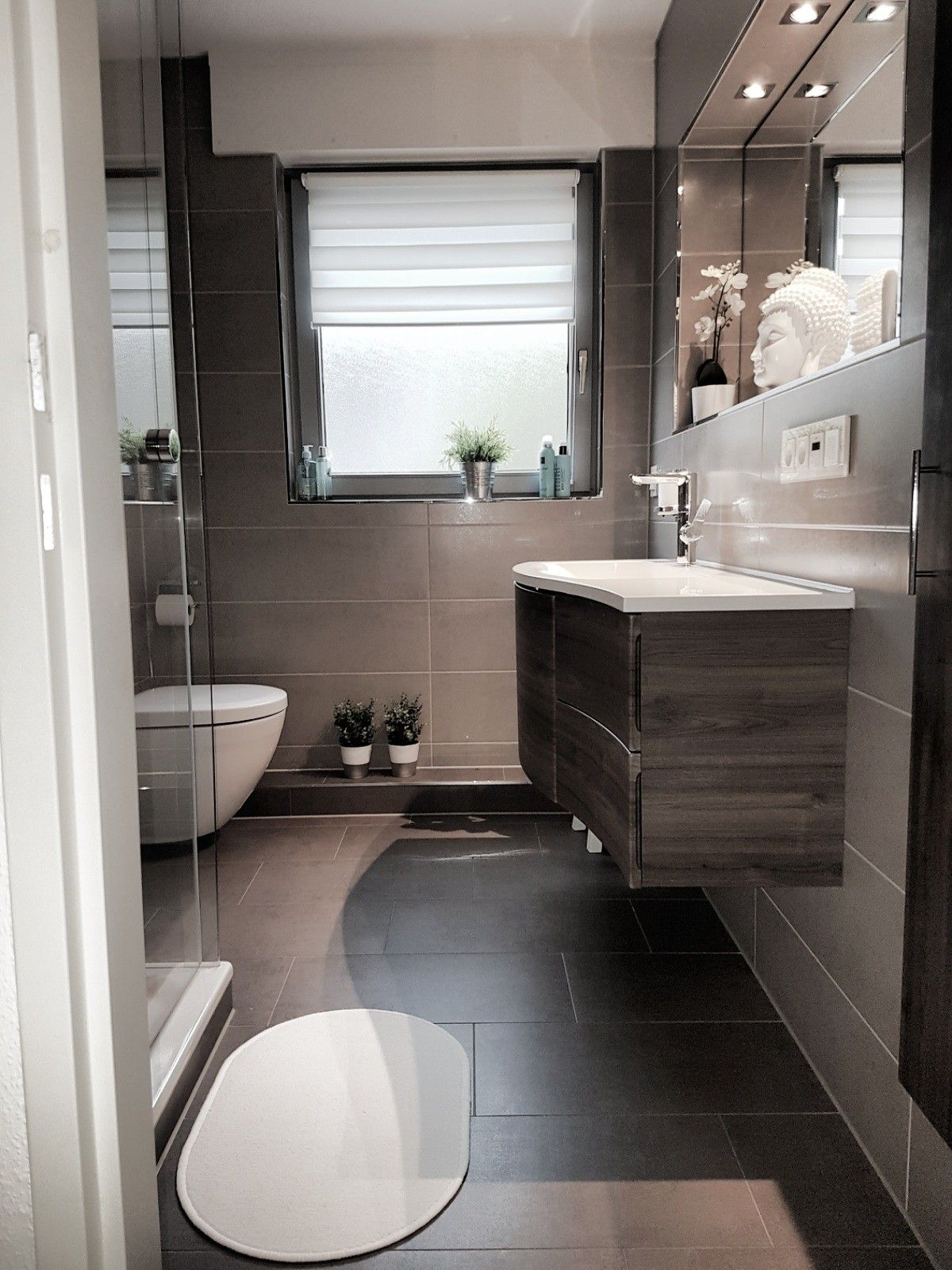Kleines Bad Reihenhaus Modern Nach Der Renovierung Reihenhaus Badezimmer Wohnung