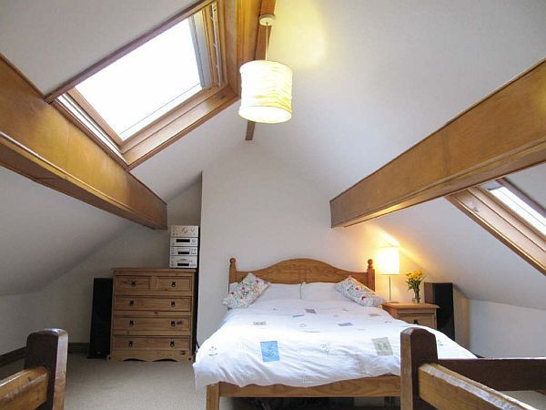 Modern cool fancy functional 32 attic bedroom design for Cool attic room ideas