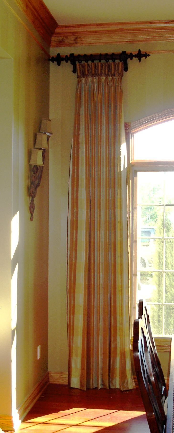 Short curtain rods for side panels - Separate Rods This Is How You Treat An Oddly Shaped Window And Get The Drama Short Curtain