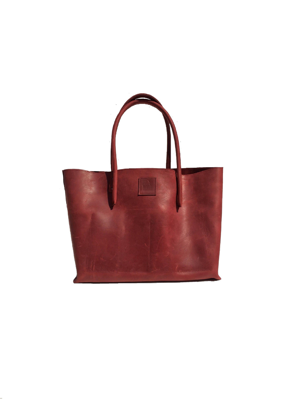 a4aae01708b0c Ledertasche   großer Shopper  Ledershopper  Ledertasche rot  Vintage used  look handmade ! von Goldtaschen auf Etsy