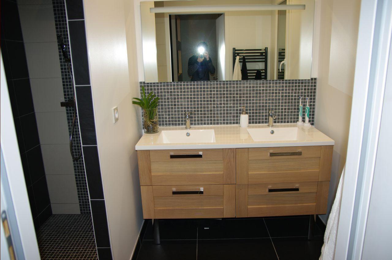 salle de bain - salle d'eau 4.6m2 sols gris foncé - gers (32