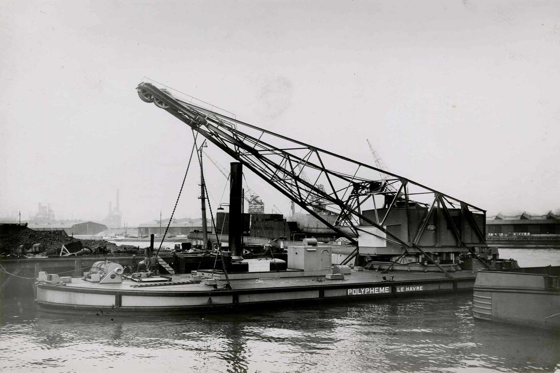 Bnr. 668 (1931) 'Polypheme' 20 ton foto: Gem. archief Schiedam / Werf Gusto fotograaf: Onbekend