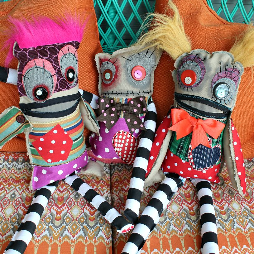 These no sew Monster Dolls are a gre at way to use up old scraps and damaged clothes.  Also, if you're not super familiar with sewing glues, here's a chance to t… #scrapfabric