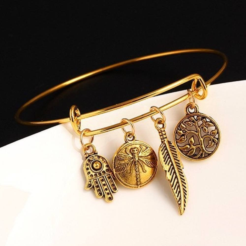 Looking for a gift for that unique friend of yours who loves dragonflies? This Dragonfly Bangle Bracelet is a great present! This gold colored bangle bracelet are awesome gift for birthdays, Christmas and really any occasions! Cheap gift idea for your mom, sister, girlfriend and any women who likes jewelry.