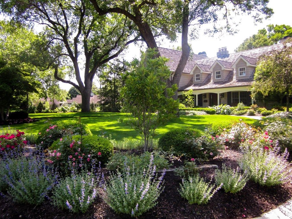 Landscaping Ideas For Front Yard In Middle Tn Front Garden Landscape Evergreen Landscape Front Yard Florida Landscaping