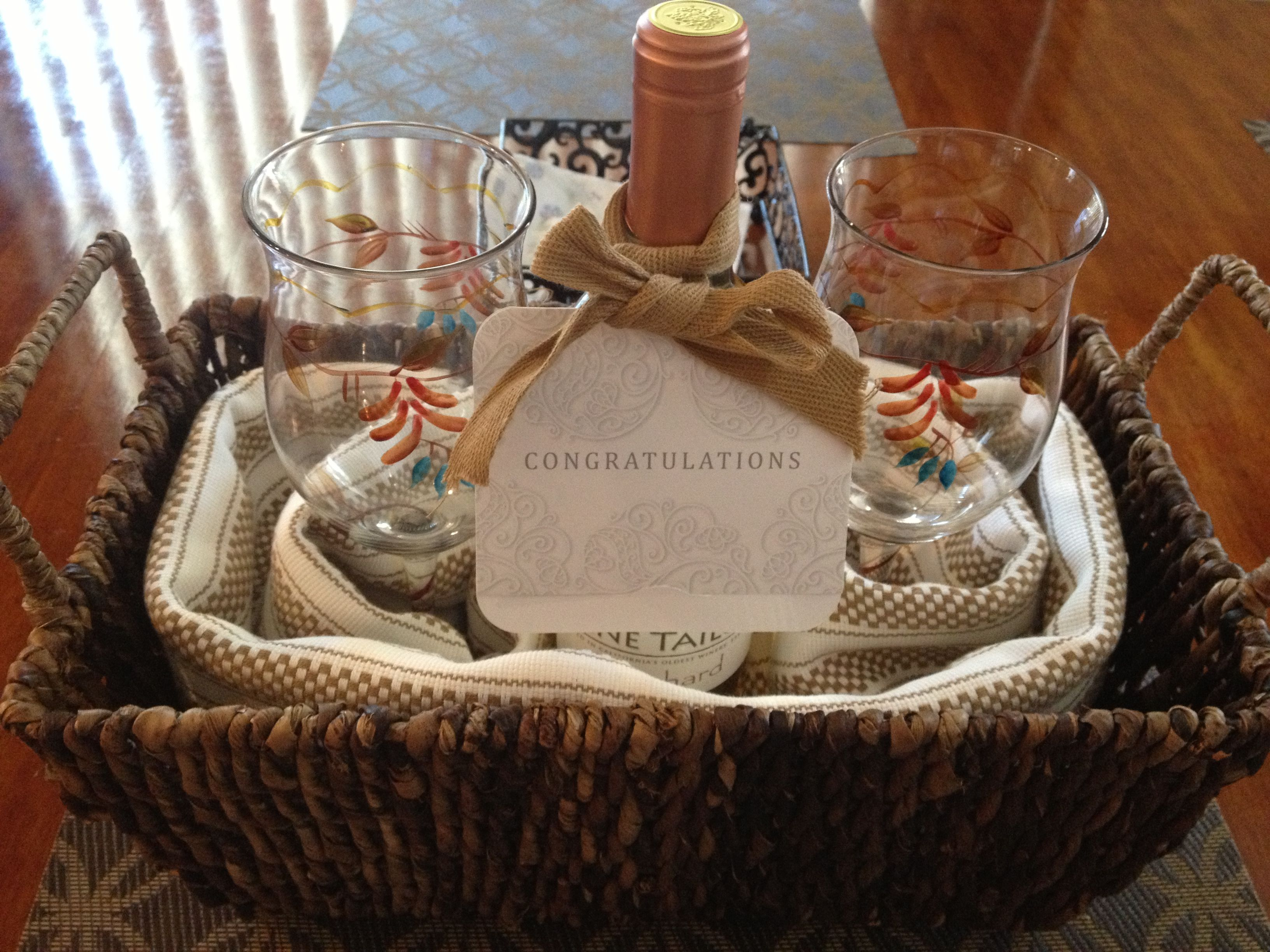 Diy house warming gift wicker basket kitchen towels 2 for Best wine for housewarming gift
