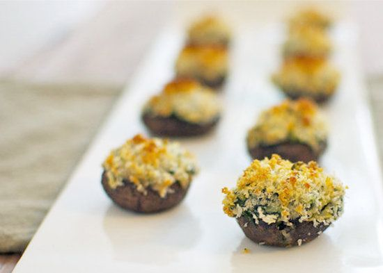 Mushrooms stuffed with spinach and artichoke dip. More fall recipes @BrightNest Blog