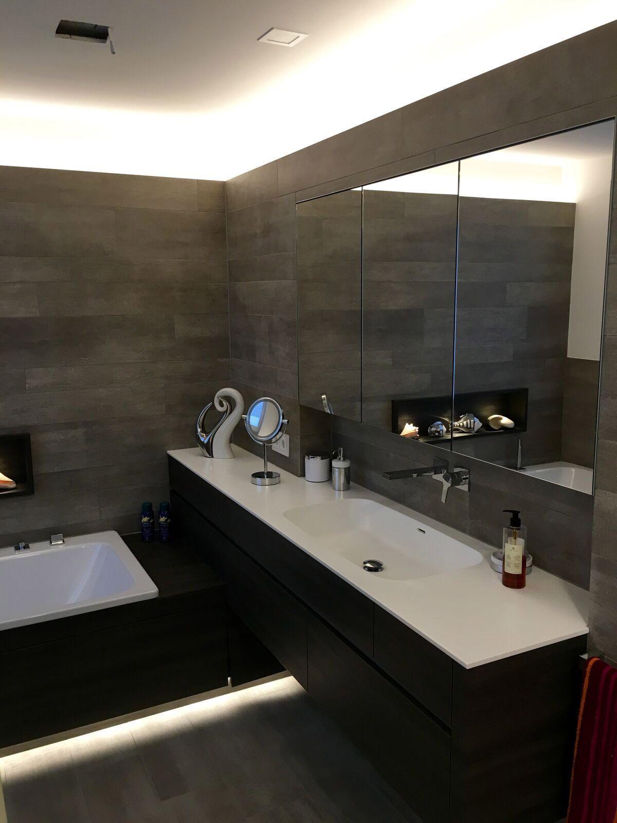 Individuelle Lichtkonzepte Fur Mehr Komfort Im Badezimmer Licht Sanftes Licht Badezimmerspiegel