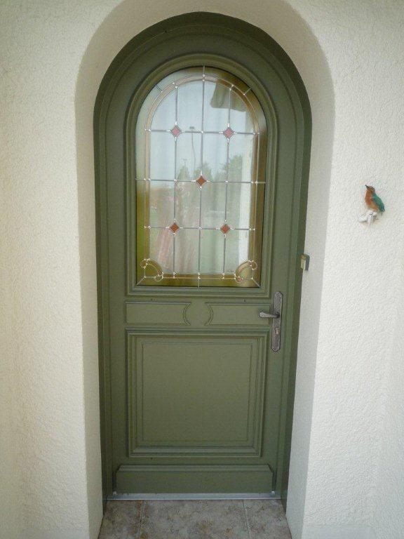 Porte d 39 entr e plein cintre avec vitrail soubassement Porte d entree cintree