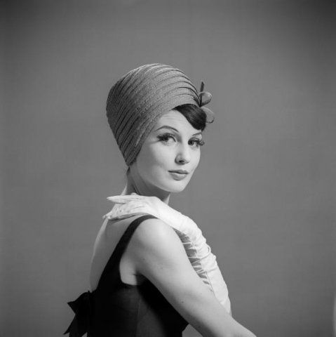 Model with a hat by fashion designer Peter Voorn (1961)