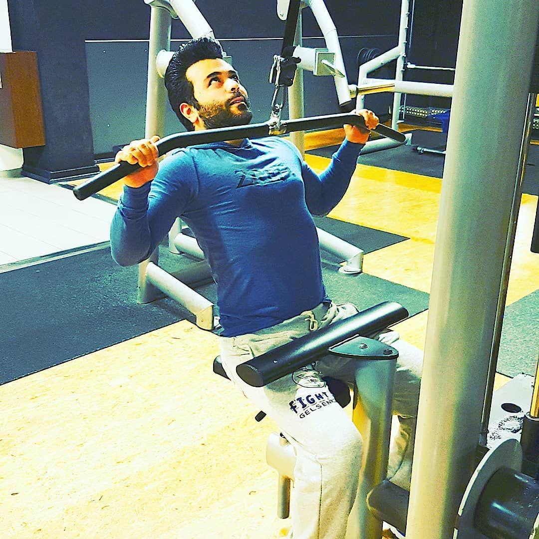 Guten Morgen...Klimmzug Zeit  #fitnessjunkie #fitness #fitnessbody #fitnessislife ...