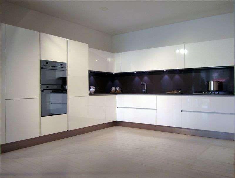 Cucine ad angolo arredamento moderno nel 2019 cucina for Arredamento moderno cucina