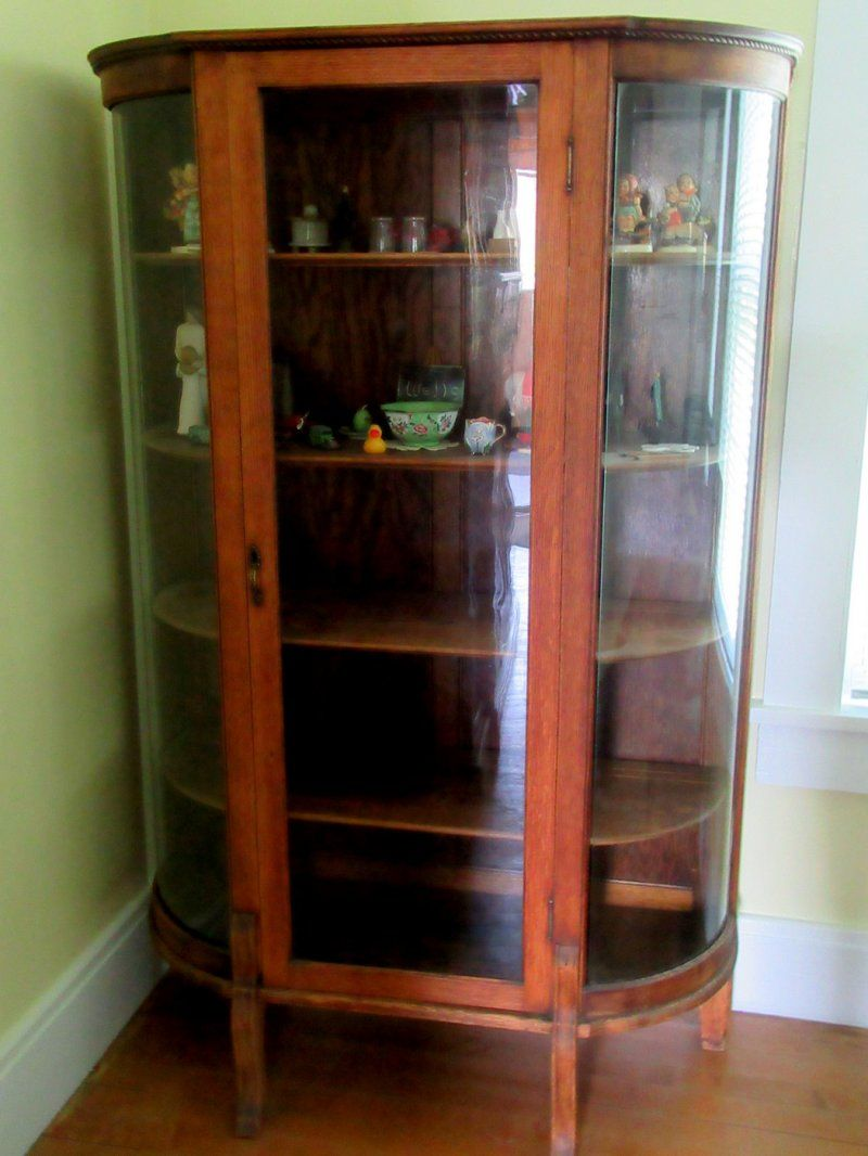 Charmant Antique Oak Curio Cabinet. Flat Glass Door, Half Round Sides.