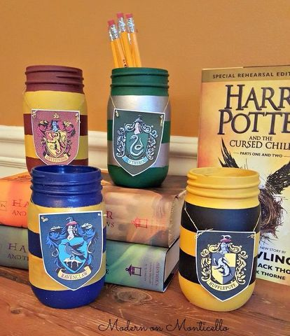 Harry Potter Painted Mason Jar Pencil Holders #masonjardiy