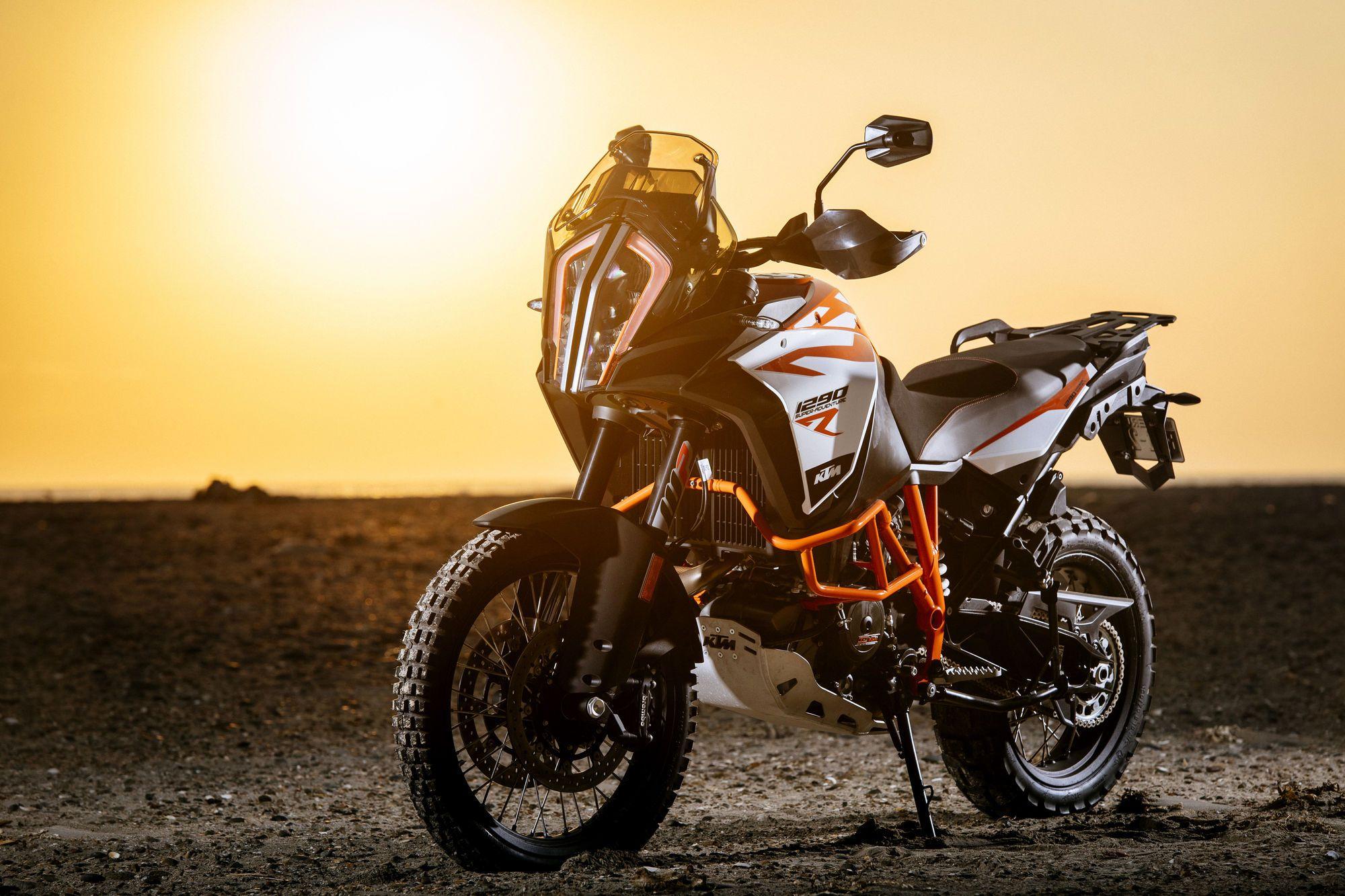 Ktm 1290 Super Adventure R No Topo Da Pirâmide Aventura De Moto Moto De Criança Ktm
