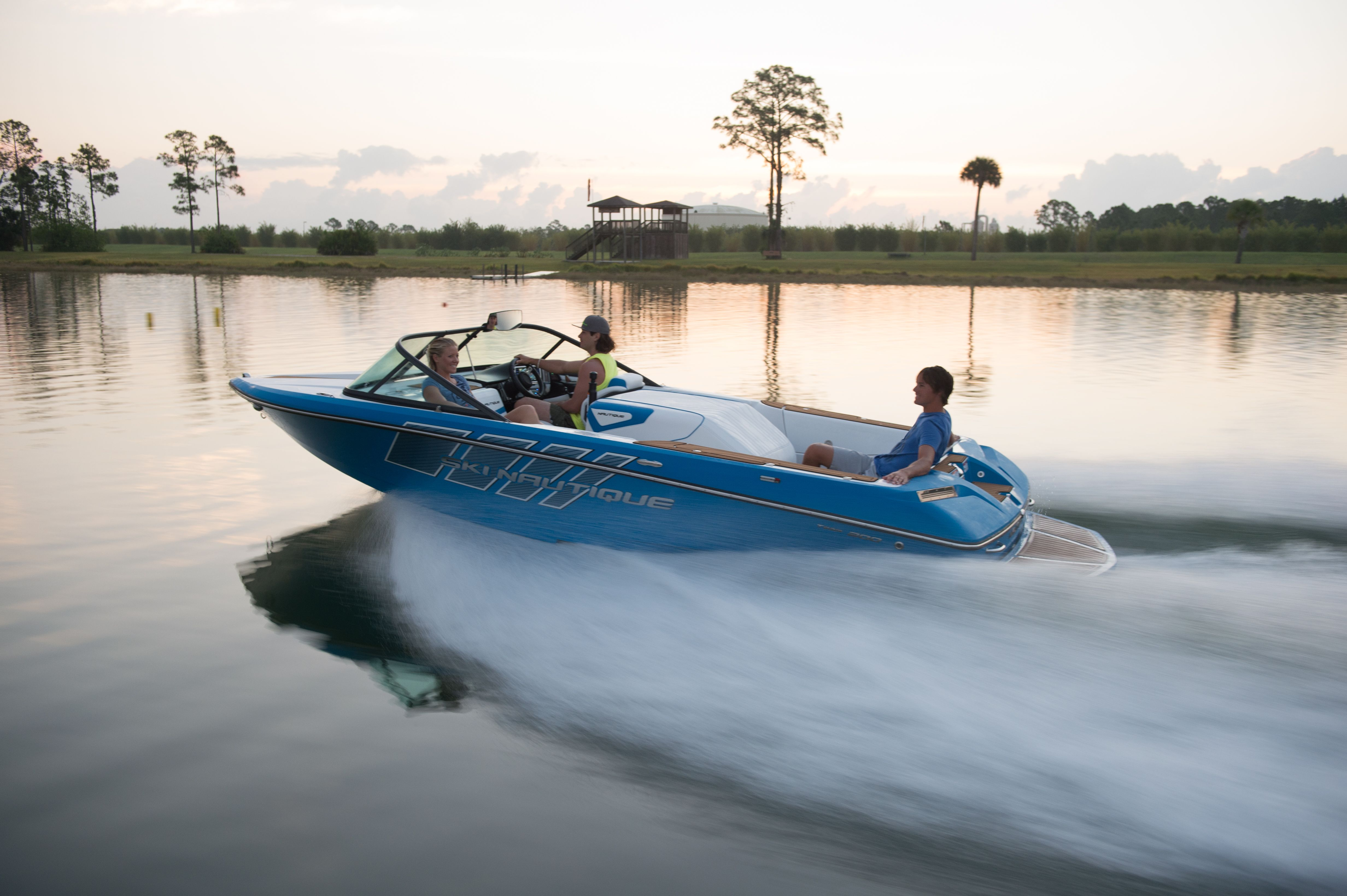 The Ski Nautique 200 Closed Bow Is Built With Tradition And Precision In Mind With Simple Drivability This Boat Easily Pull Boat Wakeboard Boats Malibu Boats