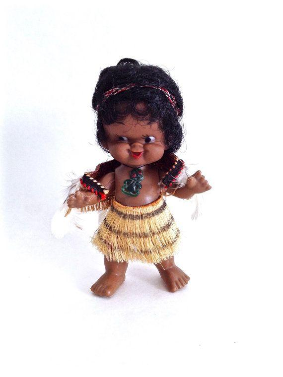 Vintage Maori Doll from NZ, stands 15 cm, in Maori Dress, New Zealand Souvenir, Tiki Pendant, Cheeky Face