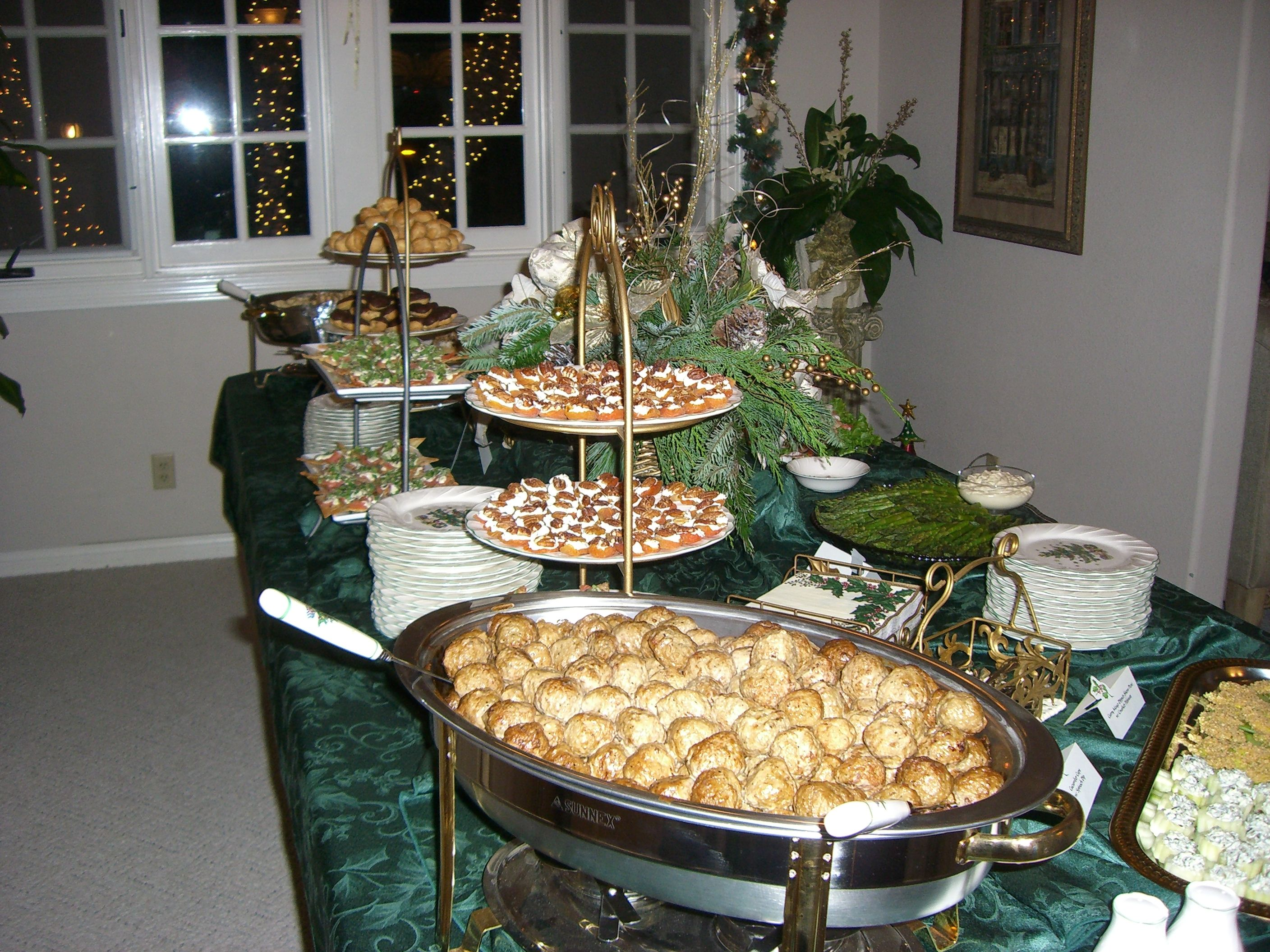 Buffet table christmas party my christmas things for Table buffet