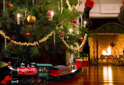 Night Before Christmas Train @ Sharper Image   Christmas tree