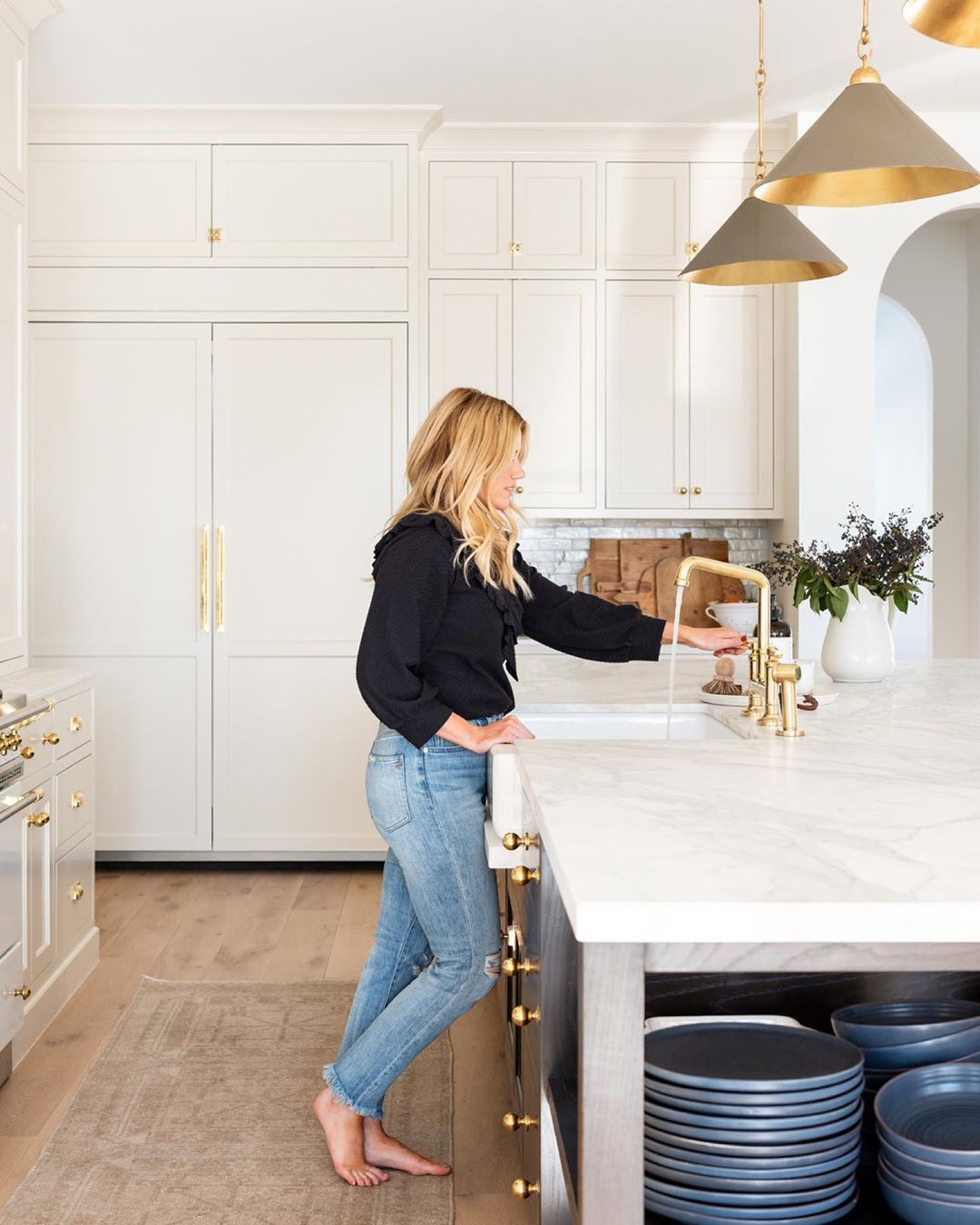Love The Cabinet Profile Color Arch Size Of Island Set Up Cabinets Distance Between Island And Cab In 2020 Brass Faucet Unlacquered Brass Faucet Unlacquered Brass