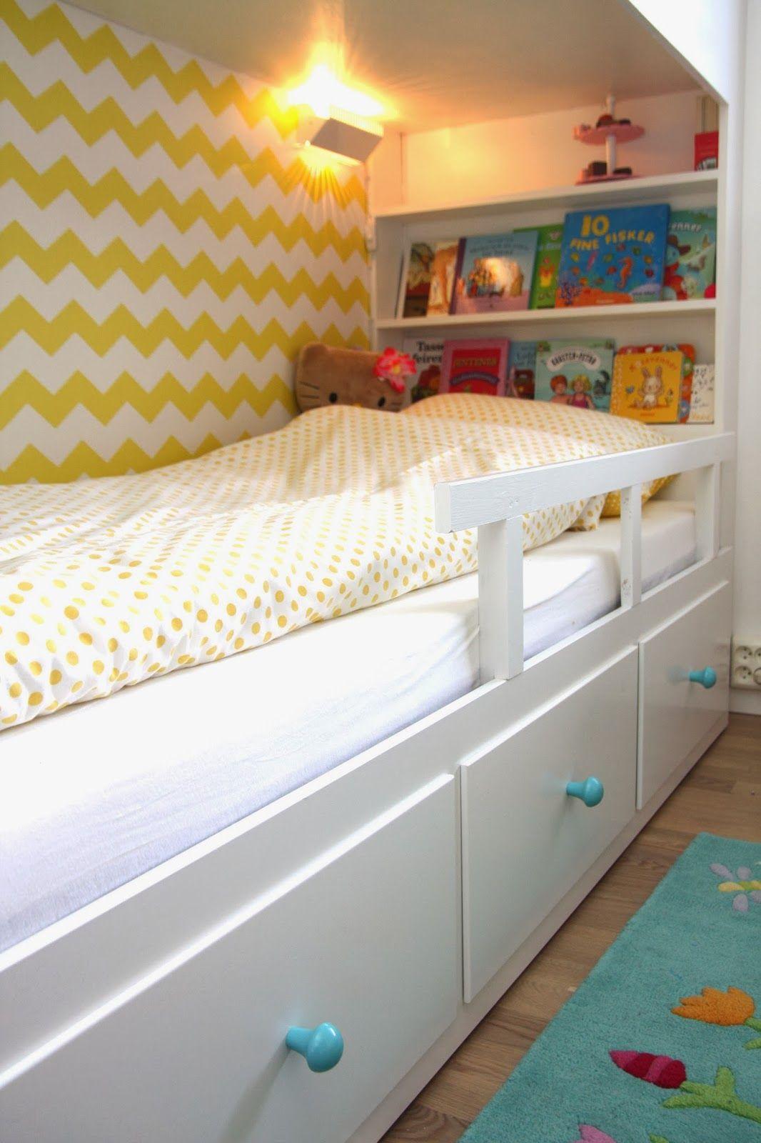 hvitstil: plassbygd seng til jenterommet | dj bed | kinderzimmer