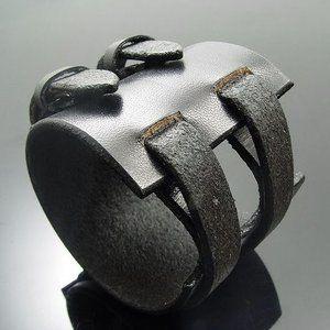 Photo of KENBLOOD ケンブラッド パヴェストーンシルバー ダブルバックル レザーブレスレット ブラック (KL-04) (メンズモデル)