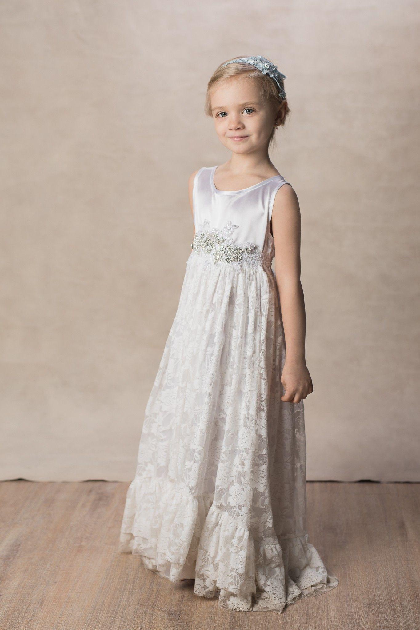 82594e38302 Pin af Akrobath.dk på Brudepigekjoler til børn | Blonde kjole, Kjole og  Blondekjoler