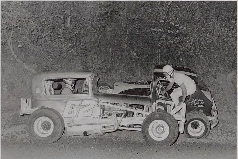 Slinger Speedway, Dirt in the Sixties Auto Racing