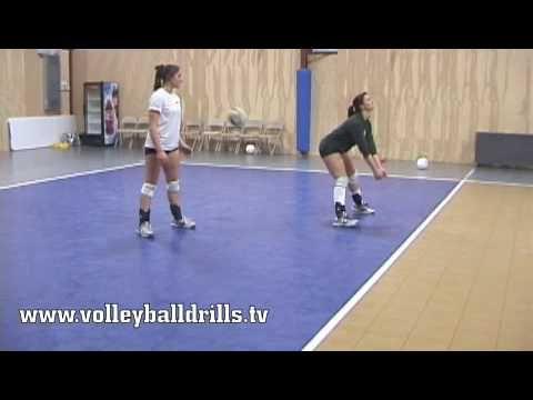 Bounce Pass for volleyball beginners plassering for bagger. flytte beina og slipp ballen mellom beina