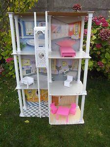 J'avais la même maison de Barbie, dans les années 70 ...