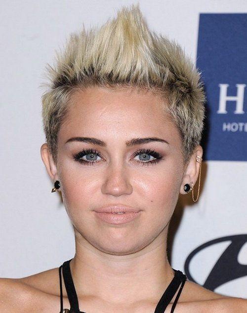 10 Exotische Miley Cyrus Frisuren Zum Rock 2017 Cyrus Exotische