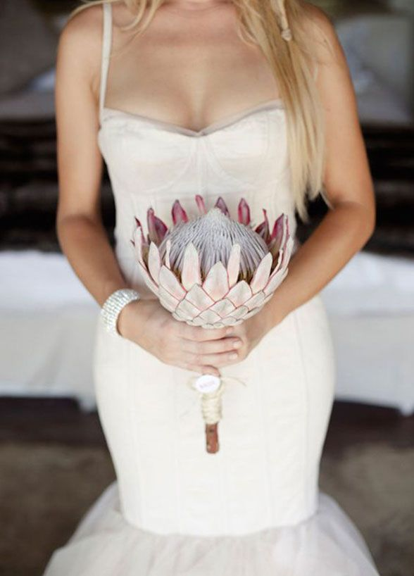 11 Remarkable Single-Flower Wedding Bouquets: Sweet African ...