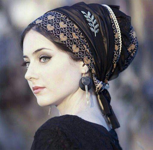 Wie man ein Bandana trägt: 20 Möglichkeiten, es zu stylen  #bandana #moglichkeiten #stylen #tragt #howtowear